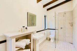 A bathroom at Onse Khaya Lodging and Conferencing