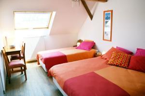 A bed or beds in a room at Près du Bois
