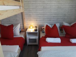 Łóżko lub łóżka w pokoju w obiekcie Dobranocka - pokoje i całoroczne domki blisko Energylandii