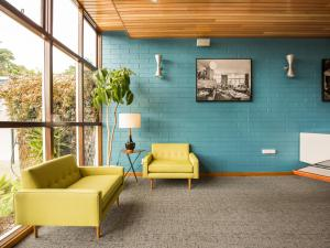 The lobby or reception area at Riverfront Motel & Villas
