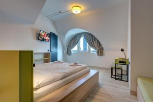 A bed or beds in a room at MEININGER Hotel München Olympiapark