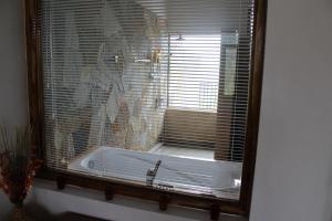 A bathroom at Jim's Farm Villas