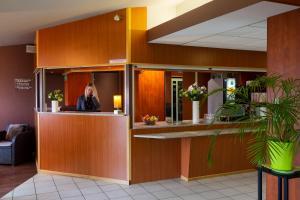 The lobby or reception area at Hôtel Roi Soleil Mulhouse-Kingersheim