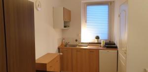 Kuchnia lub aneks kuchenny w obiekcie KFiP Double Rooms