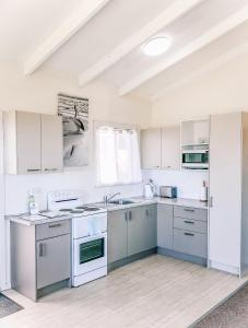 A kitchen or kitchenette at Paradise View