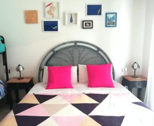 A bed or beds in a room at Carilla B&B