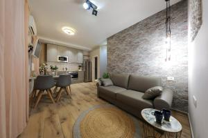 A seating area at Aldo Apartments Center