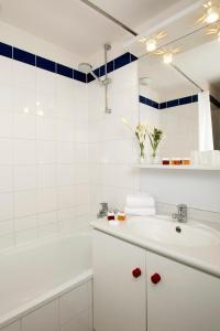 Ванная комната в Séjours & Affaires Serris Rive Gauche