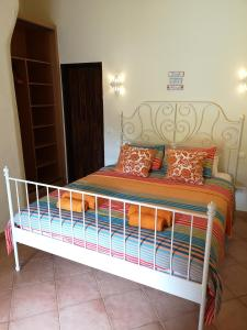 A bed or beds in a room at Casa do Palmeiral