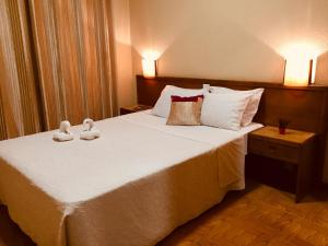A bed or beds in a room at Hotel Portinari