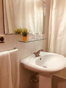 A bathroom at Hotel Portinari