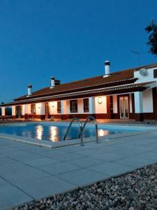 The swimming pool at or close to Monte da Floresta B&B