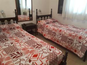 A bed or beds in a room at Hotel Alcázar