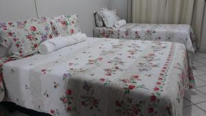 A bed or beds in a room at Home Sweet Home Flats