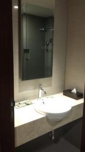 A bathroom at Hotel Santika Pekalongan