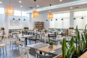 מסעדה או מקום אחר לאכול בו ב-iHotel Sunny Beach