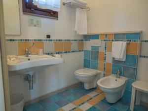A bathroom at Hotel Cala Reale