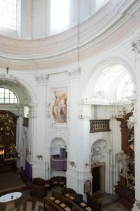 The lobby or reception area at Gästehaus im Priesterseminar Salzburg