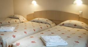 Posteľ alebo postele v izbe v ubytovaní Aribe