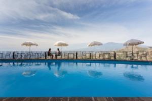 Бассейн в Hotel Sole Castello или поблизости