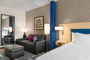 Rúm í herbergi á Home2 Suites by Hilton Austin North/Near the Domain, TX