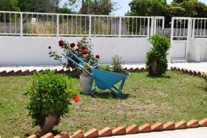 Ein Garten an der Unterkunft Pittas Studios & Apartments