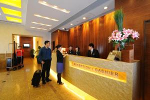 The lobby or reception area at Bishop Lei International House