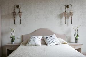 A bed or beds in a room at Guest House Ca' dell'Angelo