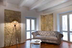 A seating area at Cagliari Marina Harbour Guest house & Lounge