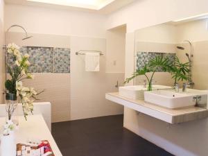 A bathroom at Lio Villas Resort