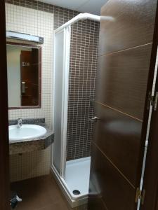 A bathroom at Hostal Avenida Barajas
