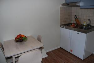 A kitchen or kitchenette at Central City Apartments