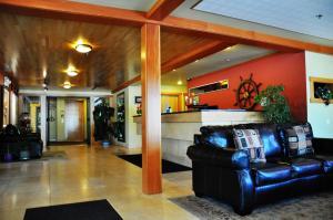 The lobby or reception area at Harborside Inn