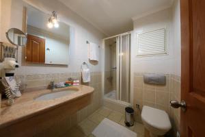 A bathroom at Mr. Dim Exclusive Apart Hotel