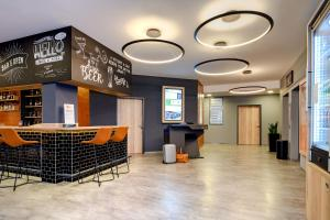 The lobby or reception area at ibis Styles Bamberg