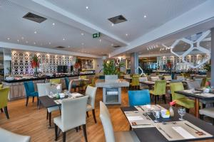 A restaurant or other place to eat at Radisson Recife