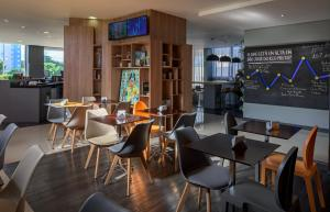 A restaurant or other place to eat at ibis Styles Sao Jose do Rio Preto