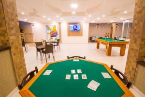 A pool table at Portal Ville - Rede Soberano