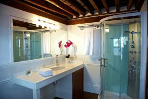 A bathroom at Hotel Emblemático San Agustin