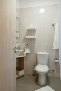 A bathroom at LuimarVenue