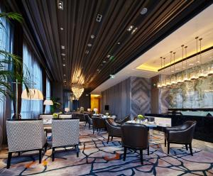 A restaurant or other place to eat at Wanda Realm Hotel Dongying