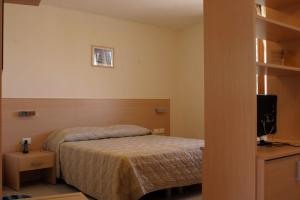 A bed or beds in a room at Hotel Ristorante Cigno