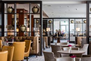 The lounge or bar area at Corinthia Hotel Prague