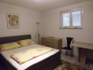 Ein Bett oder Betten in einem Zimmer der Unterkunft Ferienwohnung Keil