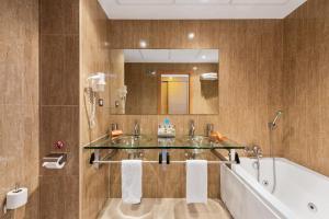 Een badkamer bij Cortijo Del Mar Resort