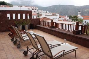 A balcony or terrace at Hotel Rural Fonda de la Tea
