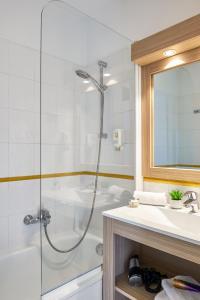 A bathroom at Aparthotel Adagio Access Nice Magnan
