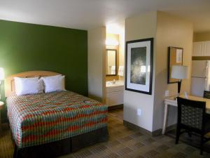 A bed or beds in a room at Extended Stay America Suites - Orlando - Convention Center - Universal Blvd
