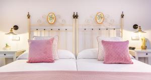 A bed or beds in a room at Patio de La Alameda