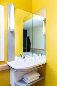 A bathroom at ibis budget Paris Porte de Vincennes